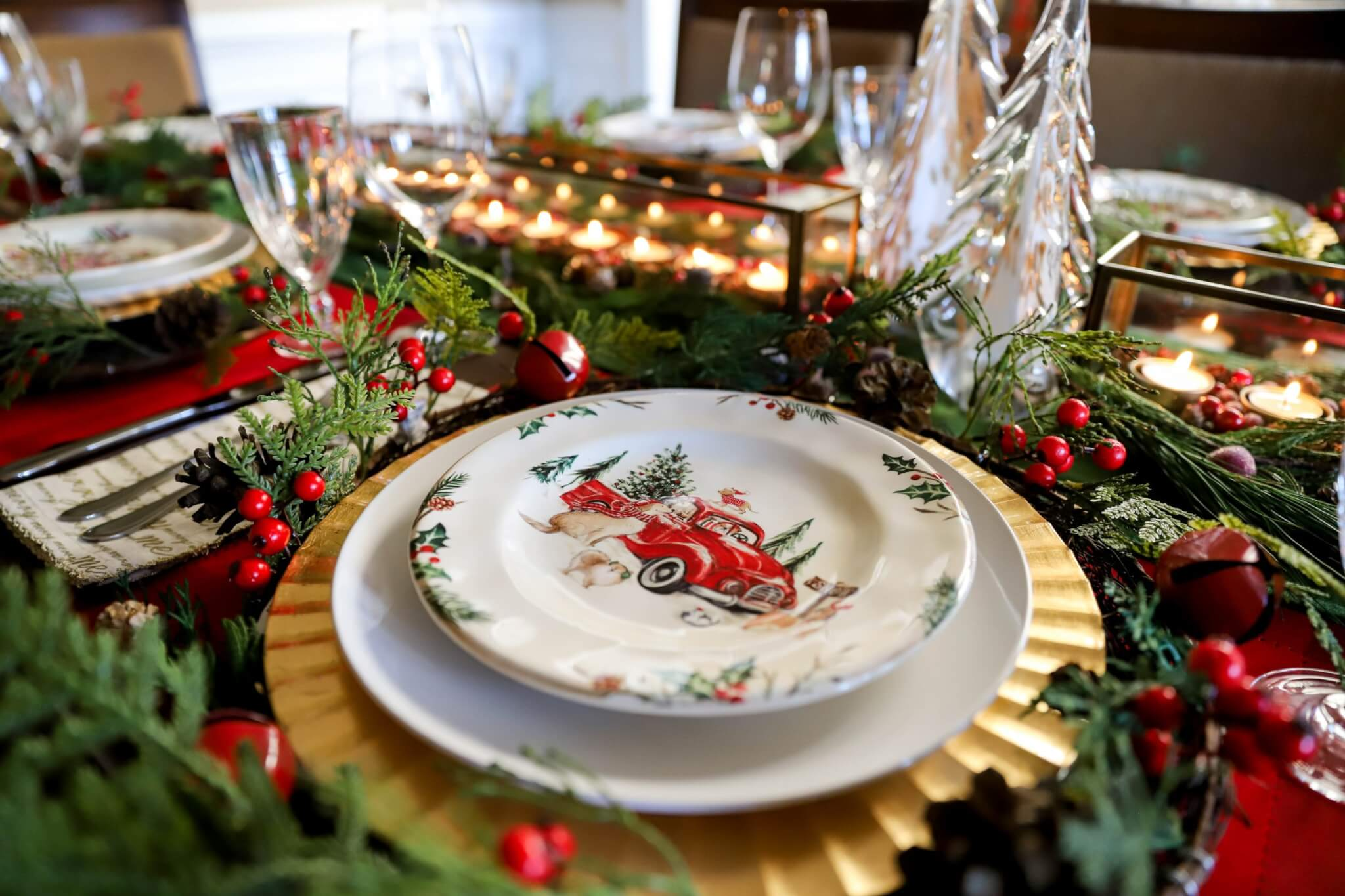 How to set the table, table setting ideas, ideas for holiday table settings, holiday table setting tips, table setting diagram, basic table setting, how to set the table for the holidays, tablescape, tablescape for the holidays, table setting for Christmas, how to decorate the table for Christmas, Christmas table decorations, proper table setting, Christmas table decorating ideas, Christmas table centerpiece, Christmas tablescape ideas