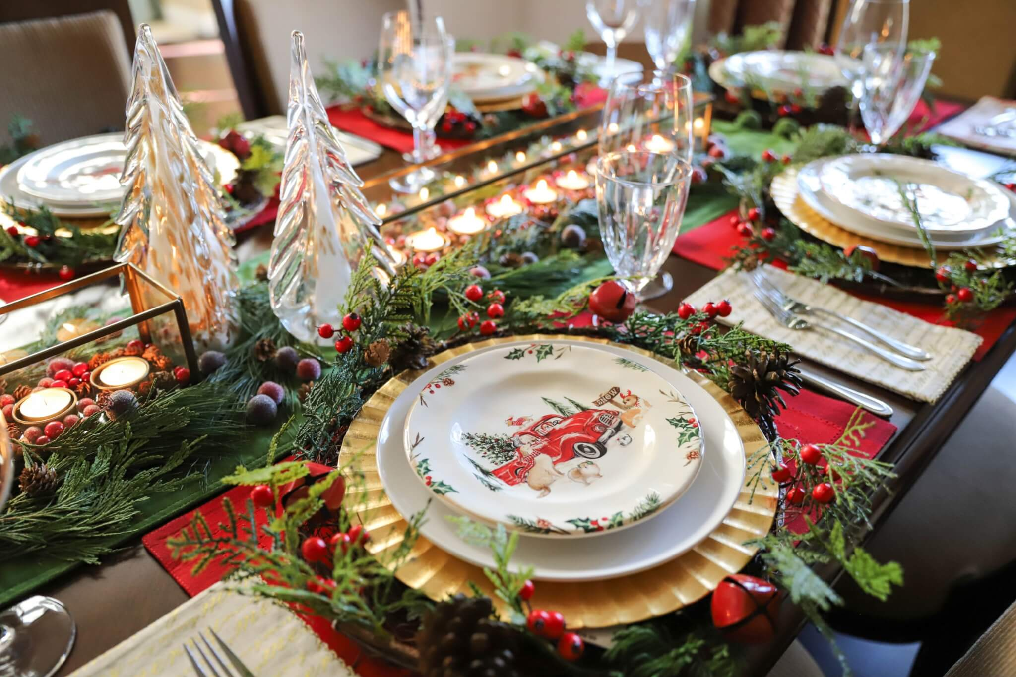 How to set the table, tablesetting ideas, ideas for holiday tablesettings, holiday tablesetting tips, tablesetting diagram, basic tablesetting, how to set the table for the holidays, tablescape, tablescape for the holidays, tablsetting for Christmas, how to decorate the table for Christmas, Christmas table decorations, proper tablesetting, Christmas table decorating ideas, Christmas table centerpiece, christmas tablescape ideas